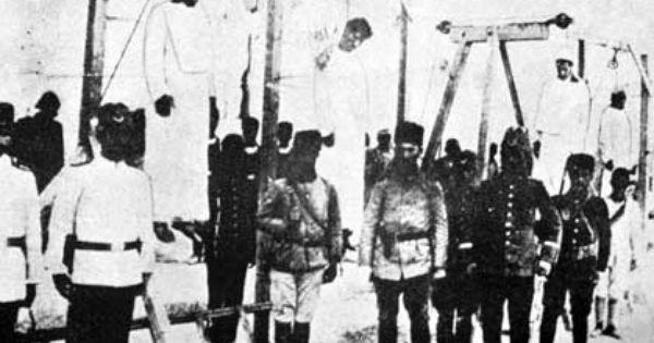Armenian intellectuals hung by turks in 1915