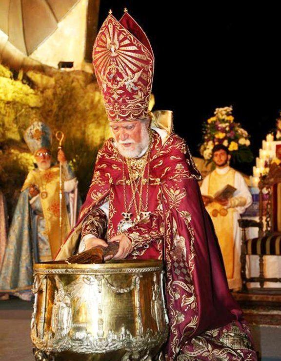 His Holiness Aram I, Catholicos of the Great House of Cilicia, stirs the Muron