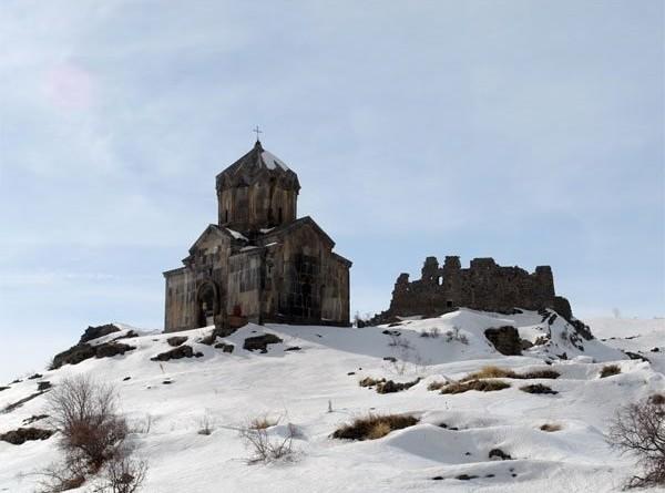 The Vahramashen church in winter